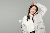 한국인, 동양인 (인종), 패딩, 롱패딩, 재킷 (외투), 따뜻한옷 (옷), 겨울, 외투, 미녀 (아름다운사람), 패션, 제스처