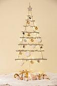 백그라운드, 크리스마스 (국경일), 겨울, 크리스마스오너먼트 (크리스마스데코레이션), 성탄별 (크리스마스데코레이션), 종 (인조물건), 장식품 (인조물건), 전구, 선물 (인조물건), 선물상자, 크리스마스선물, 크리스마스트리 (크리스마스데코레이션)