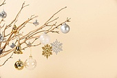 백그라운드, 오브젝트 (묘사), 스튜디오촬영 (실내), 장식품 (인조물건), 크리스마스 (국경일), 크리스마스오너먼트 (크리스마스데코레이션), 겨울, 눈송이, 크리스마스트리 (크리스마스데코레이션), 나무, 가지 (식물부분), 조화 (꽃), 종 (인조물건)