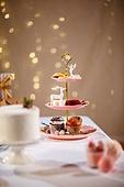 백그라운드, 오브젝트 (묘사), 보케, 음식, 케이크, 파티, 크리스마스 (국경일), 크리스마스오너먼트 (크리스마스데코레이션), 연말파티, 선물상자, 겨울, 조명 (발광), 애프터눈티, 머핀, 사슴 (발굽포유류), 쿠키, 솔방울