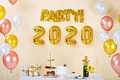 오브젝트 (묘사), 백그라운드, 풍선, 장식품 (인조물건), 연말, 파티, 새해 (홀리데이), 새해첫날 (새해), 테이블, 케이크 (달콤한음식), 샴페인 (와인), 애프터눈티, 디저트, 선물상자, 선물 (인조물건), 샴페인잔, 2020, 2020년