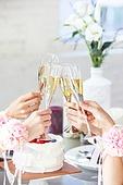 한국인, 여성, 처녀파티 (파티), 파티, 밝은표정, 미소, 브라이덜샤워, 샴페인 (와인), 건배, 사람손 (주요신체부분), 꽃착용 (액세서리)