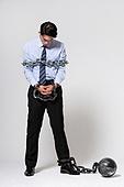 남성, 비즈니스맨, 스트레스, 구속 (컨셉), 절망 (슬픔), 체인 (인조물건), 묶임 (물체묘사), 고개숙임 (위치묘사)