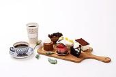 케이크,음식,디저트,커피,컵,접시,쟁반,잎