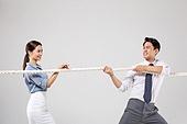 남성, 여성, 비즈니스, 줄다리기, 대결, 미소, 경쟁 (컨셉)