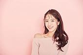 여성, 유색배경, 분홍 (색상), 뷰티, 헤어스타일, 미소