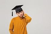 남성, 졸업, 학사모, 청년실업, 취업준비생, 머리긁기 (움직이는활동), 우울 (슬픔)