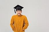 남성, 졸업, 학사모, 청년실업, 취업준비생, 주머니에손넣기 (몸의 자세), 낙천적 (컨셉)