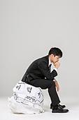 남성, 청년실업, 취업준비생, 실패 (컨셉), 걱정 (어두운표정), 우울, 턱괴기, 생각하는 (정지활동)