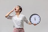 여성, 비즈니스, 비즈니스우먼, 시계, 시간, 출퇴근 (여행하기), 하품 (입벌림), 피로 (물체묘사)