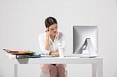 여성, 비즈니스, 비즈니스우먼, 신입사원, 일 (물리적활동), 직업 (역할), 두통, 고통 (컨셉)