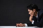 남성, 비즈니스맨, 턱괴기 (만지기), 체스말, 미소
