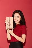 여성, 패션, 빨강 (색상), 선물 (인조물건), 선물상자, 미소, 윙크