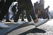 걷기 (물리적활동), 걷기, 사람다리, 사람발, 서울 (대한민국), 출퇴근 (여행하기), 횡단, 횡단보도, 보행자, 보행자구역 (인조공간), 보행로 (길), 운동화