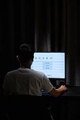 컴퓨터, 밤 (시간대), 남성, 고용문제 (주제), 구직 (실업), 채용 (고용문제), 뒷모습