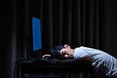 컴퓨터, 밤 (시간대), 남성, 고용문제 (주제), 구직 (실업), 채용 (고용문제), 피로 (물체묘사), 잠