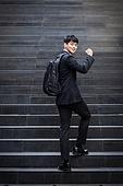 남성, 비즈니스, 계단, 올라가기 (움직이는활동), 미소, 화이팅, 자신감