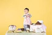 아기 (인간의나이), 남자아기 (남성), 한복, 전통문화 (주제), 돌잔치, 돌잡이 (한국전통), 생일, 생일 (사건), 한국인, 어린시절, 축하 (컨셉), 신생아, 자식 (가족)