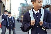 혼혈 (인종), 십대소년 (남성), 중학생, 교복, 다문화가족, 한국인, 왕따, 속삭임 (말하기), 외로움, 갈등, 회피 (움직이는활동)
