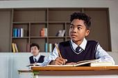 혼혈 (인종), 십대소년 (남성), 중학생, 교복, 다문화가족 (가족), 걱정, 외로움, 교실, 수업중 (교육)