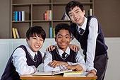 혼혈 (인종), 십대소년 (남성), 중학생, 교복, 다문화가족 (가족), 친구, 미소