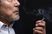 한국인, 남성, 노인, 중년 (성인), 흡연 (주제), 연기 (물리적구조)