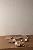 그릇 (주방용품), 백그라운드, 탑앵글, 레이아웃, 원형 (이차원모양), 주방용품, 식기수저세트 (데코르), 사람없음, 놋그릇 (한국전통), 테이블, 숟가락, 젓가락, 식탁보