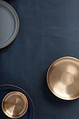 그릇 (주방용품), 백그라운드, 탑앵글, 레이아웃, 원형 (이차원모양), 주방용품, 식기수저세트 (데코르), 사람없음, 놋그릇 (한국전통), 테이블
