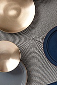 탑앵글, 오브젝트 (묘사), 사람없음, 그릇, 주방용품, 식기수저세트 (데코르), 테이블, 놋그릇 (한국전통), 한국전통, 식탁용매트