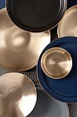 탑앵글, 오브젝트 (묘사), 사람없음, 그릇, 주방용품, 식기수저세트 (데코르), 테이블, 놋그릇 (한국전통), 한국전통