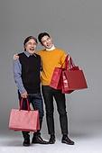 남성, 쇼핑 (상업활동), 멋 (컨셉), 쇼핑백, 미소, 밝은표정