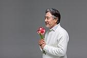 남성, 중년남자 (성인남자), 액티브시니어, 장미, 꽃다발