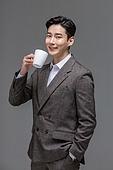 남성, 성인 (인간의나이), 멋 (컨셉), 커피브레이크 (휴식), 머그잔 (컵)