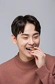 한국인, 발렌타인데이 (홀리데이), 발렌타인데이, 초콜릿, 화이트데이 (홀리데이), 초콜릿 (달콤한음식), 달콤한음식 (음식), 물기, 물기 (입사용), 먹기, 먹기 (입사용)
