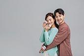 한국인, 마카롱, 마카롱 (쿠키), 쿠키, 디저트, 발렌타인데이 (홀리데이), 화이트데이 (홀리데이), 달콤한음식 (음식), 달콤한음식, 발렌타인데이, 커플 (인간관계), 로맨스 (컨셉), 행복, 행복 (컨셉)