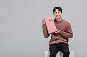 선물 (인조물건), 선물상자 (상자), 상자, 선물상자, 발렌타인카드 (축하카드), 발렌타인데이, 화이트데이 (홀리데이), 쇼핑 (상업활동), 세일 (사건), 한국인, 생일선물, 상업이벤트, 선물세트