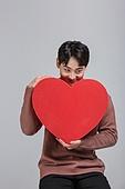 선물 (인조물건), 선물상자 (상자), 상자, 발렌타인데이 (홀리데이), 발렌타인데이, 화이트데이 (홀리데이), 쇼핑 (상업활동), 세일 (사건), 기념일, 동양인 (인종), 한국인, 하트, 사랑 (컨셉), 기부, 기부 (움직이는활동)