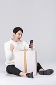 쇼핑 (상업활동), 세일 (사건), 한국인, 동양인 (인종), 상업이벤트, 휴대폰, 모바일결제 (금융아이템), 모바일쇼핑 (전자상거래), 스마트폰, 구매, 구매 (상업활동), 온라인쇼핑