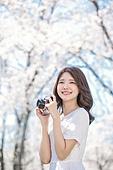 여성, 봄, 벚꽃, 벚나무 (과수), 교외전경 (Setting), 여행, 카메라, 촬영, 미소, 만족