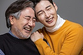 한국인, 아빠, 아들, 가족, 미소, 어깨동무, 클로즈업, 얼굴표정 (커뮤니케이션컨셉)