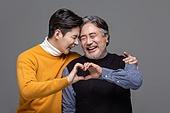 한국인, 아빠, 아들, 가족, 미소, 웃음, 밝은표정, 하트 (컨셉심볼), 손짓