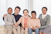 할머니 (조부모), 다문화가족 (가족), 가족, 손자, 어깨동무, 미소, 함께함 (컨셉)