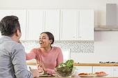 부부, 다문화가족, 주방 (건설물), 쌈, 먹여주기 (움직이는활동)