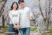 커플 (인간관계), 봄, 데이트, 자전거, 미소, 기댐 (정지활동)
