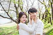 커플 (인간관계), 봄, 여유로운주말 (레저활동), 데이트, 뺨 (Body Part), 꼬집기 (만지기), 미소