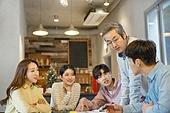 대학생, 동아리, 교수 (교육직), 교육 (주제), 가르치는, 연구 (주제), 비즈니스미팅 (미팅), 학교생활 (사건), 미소