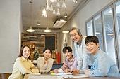 대학생, 동아리, 교수 (교육직), 교육 (주제), 가르치는, 연구 (주제), 비즈니스미팅 (미팅), 학교생활 (사건), 미소, 밝은표정