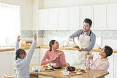 다문화가족 (가족), 한식, 식사, 요리하기 (음식준비), 음식서빙 (움직이는활동), 박수, 넘버원 (손짓)