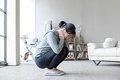 여성, 거실, 체중계, 다이어트 (체형관리), 앉기 (몸의 자세)