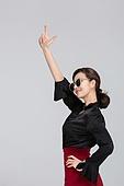 한국인, 동양인 (인종), 제스처, 손짓 (제스처), 포인팅 (손짓), 상업이벤트 (사건), 청년여자 (성인여자)